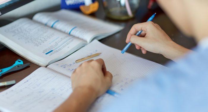 Πώς να βοηθήσω το παιδί μου να μελετάει μόνο του;